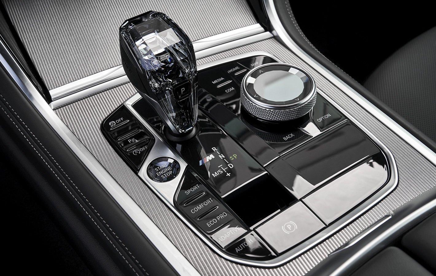 BMW M850i xDrive - kontroler iDrive
