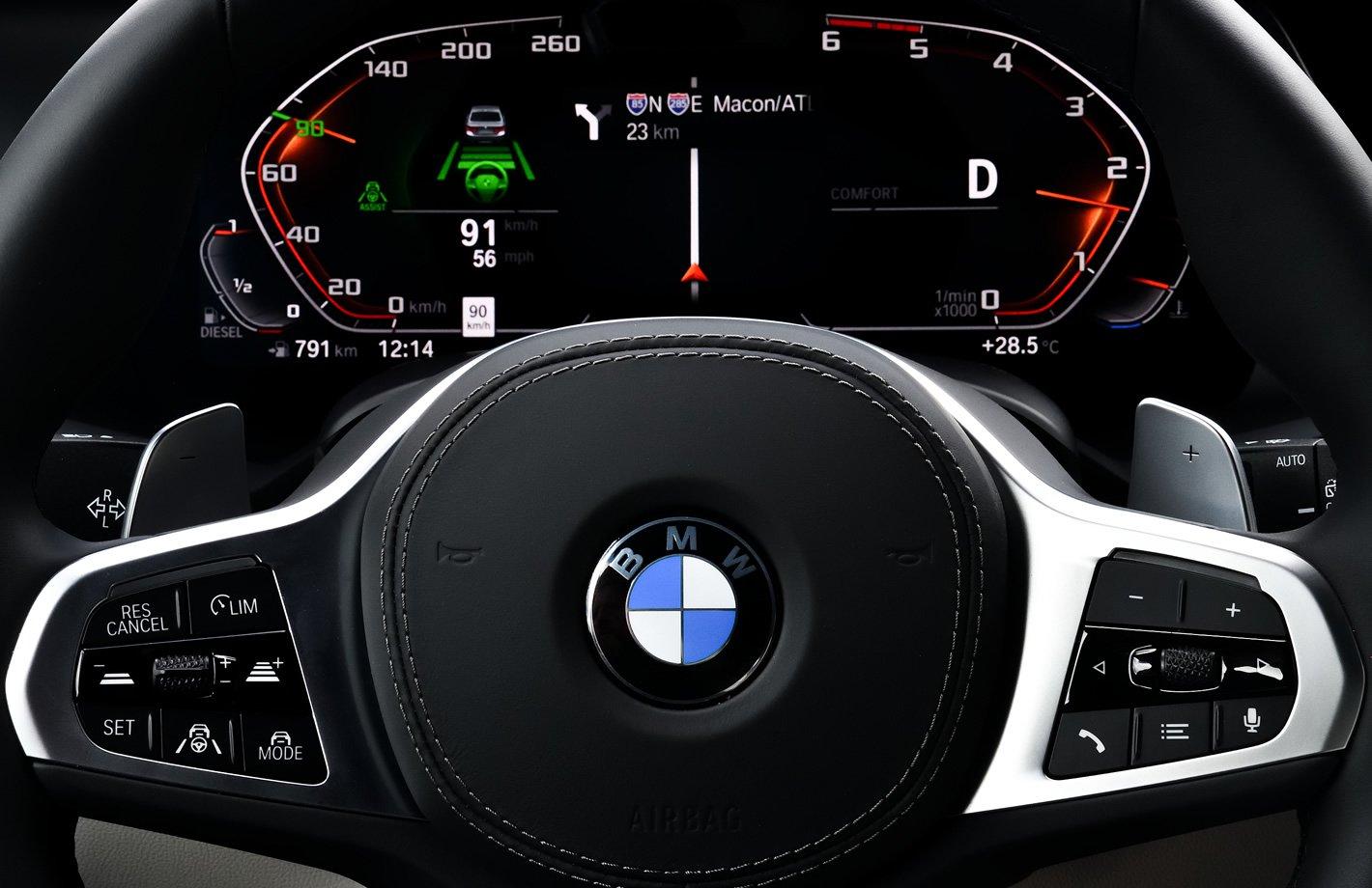 BMW M850i xDrive - asystent jazdy