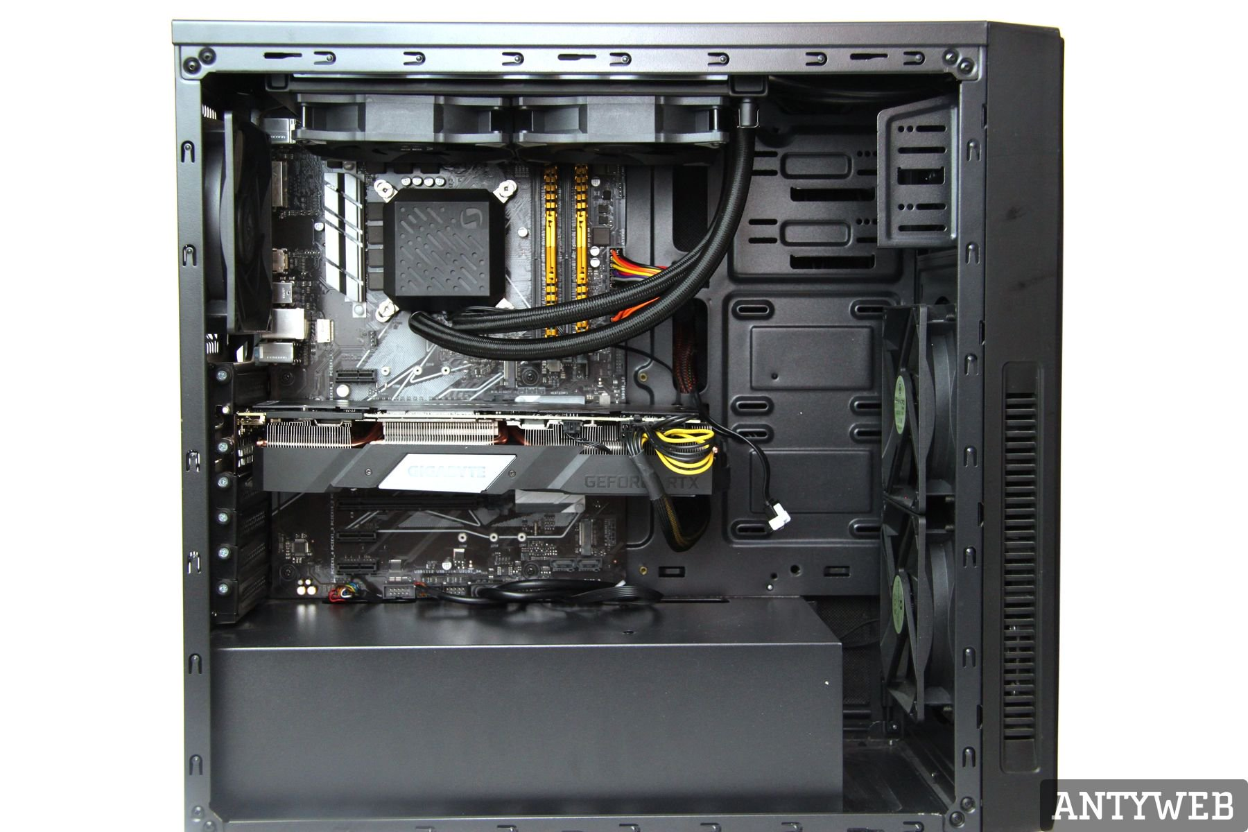 Recenzja Gigabyte GeForce RTX 2080Ti Gaming OC 11G - test obudowa