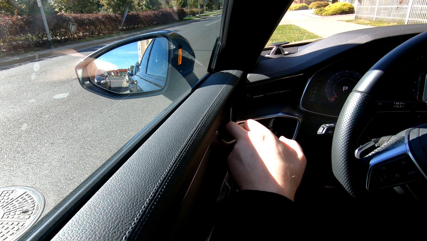 Audi A6 - asystent wyjścia z samochodu