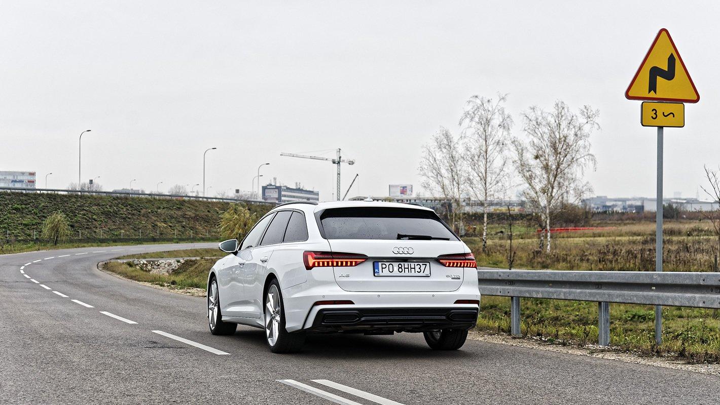 Audi A6 Avant na krętej drodze