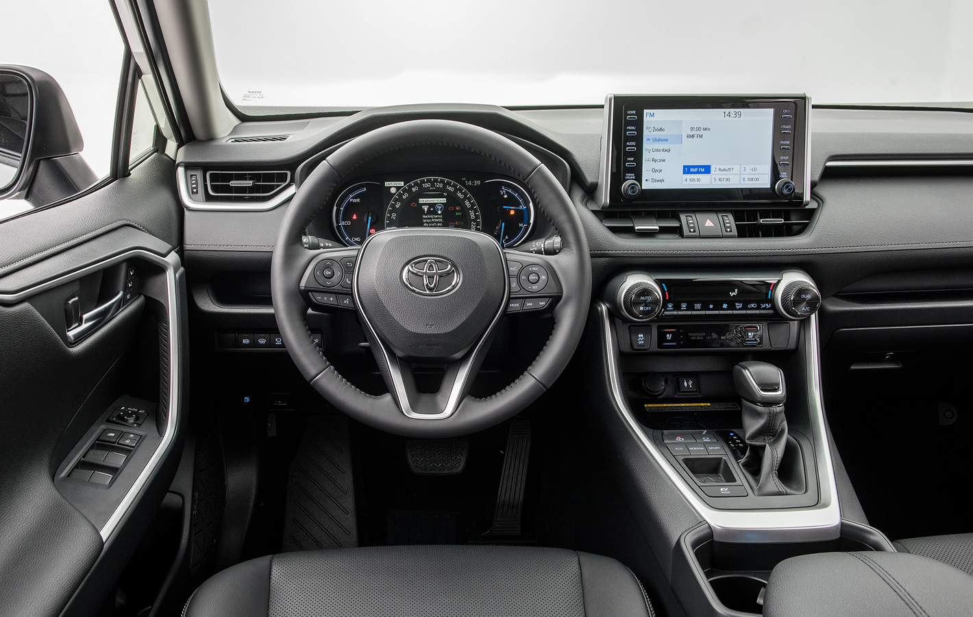 Toyota RAV4 2019 - kokpit