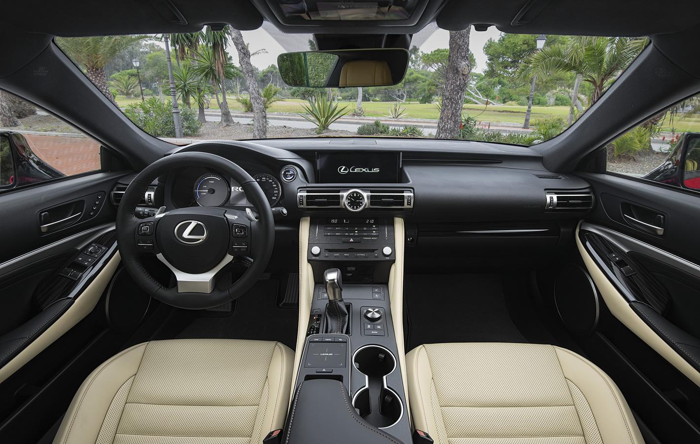Lexus RC 300h 2019 - wnętrze
