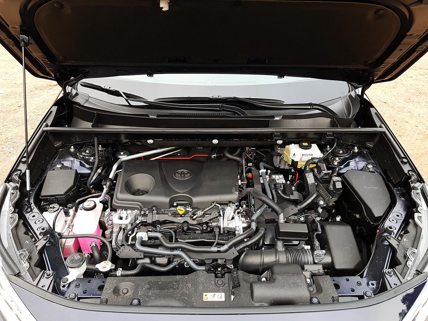 Toyota RAV4 Hybrid 2019 - układ hybrydowy z nowym silnikiem 2,5 l