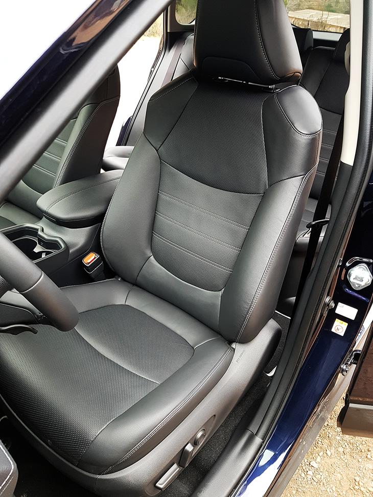 Toyota RAV4 Hybrid 2019 - fotel kierowcy
