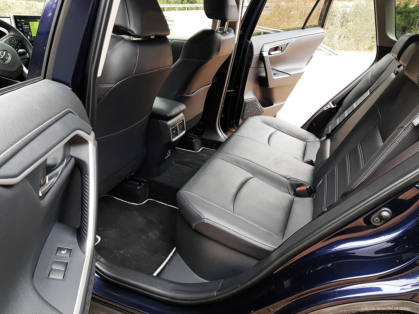 Toyota RAV4 Hybrid 2019 - tylna kanapa