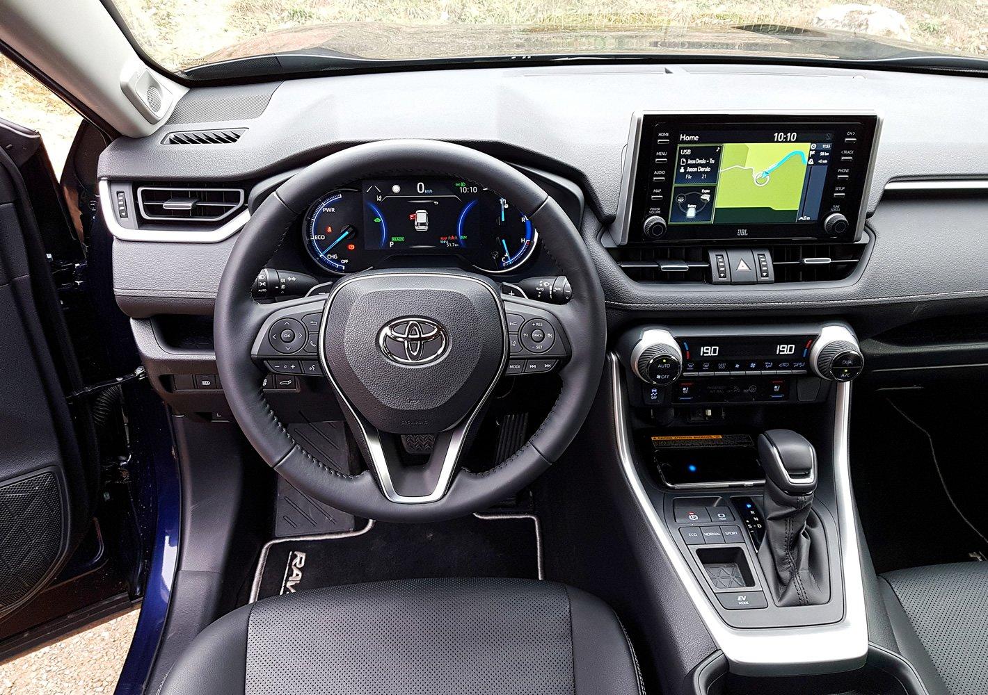 Toyota RAV4 Hybrid 2019 - kokpit