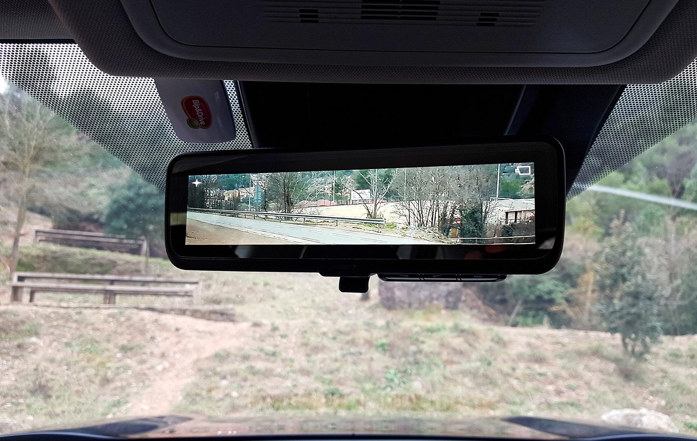 Toyota RAV4 Hybrid 2019 - cyfrowe tylne lusterko