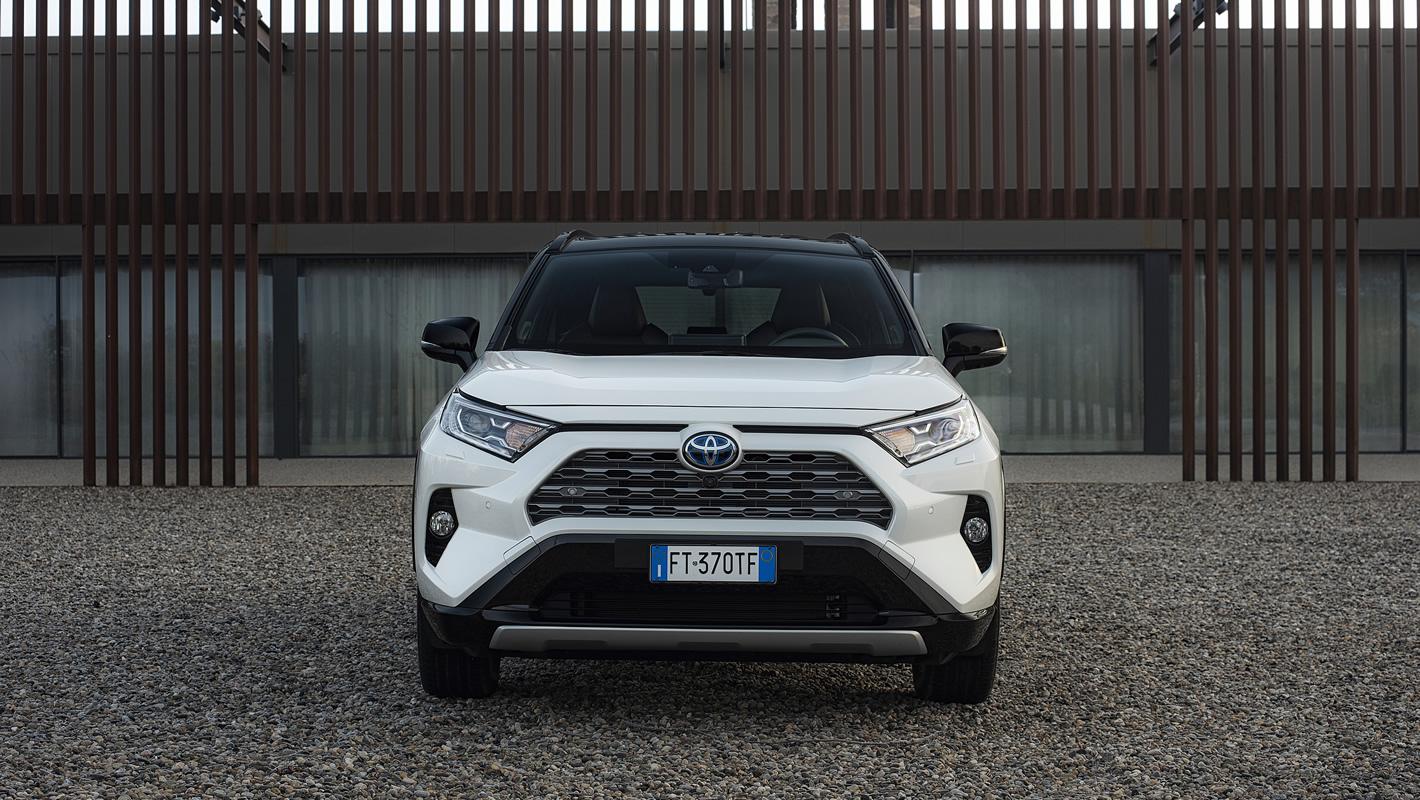 Toyota RAV4 Hybrid 2019 - przedni zderzak