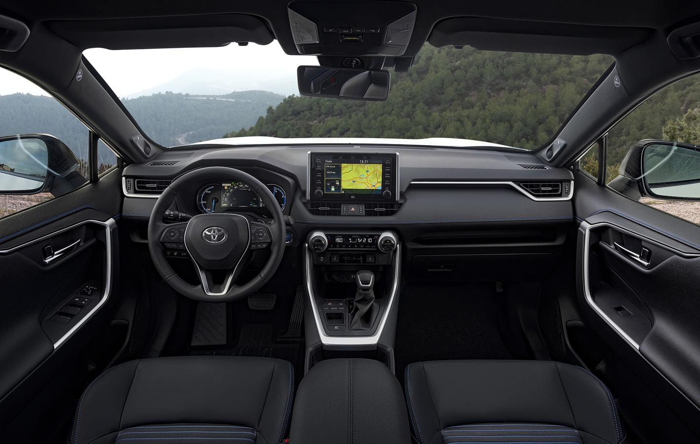 Toyota RAV4 Hybrid 2019 w środku
