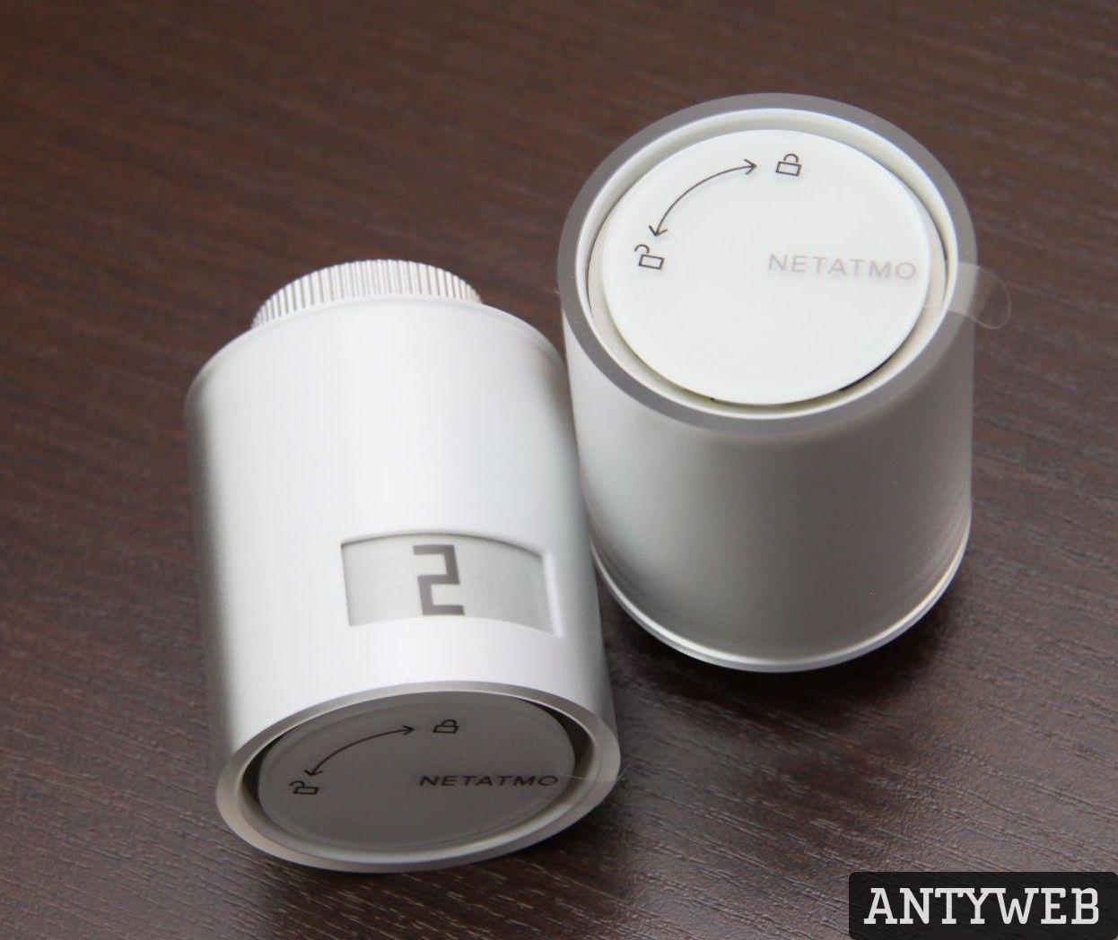 Termostat inteligentny Netatmo Valves Set dwie sztuki na stole