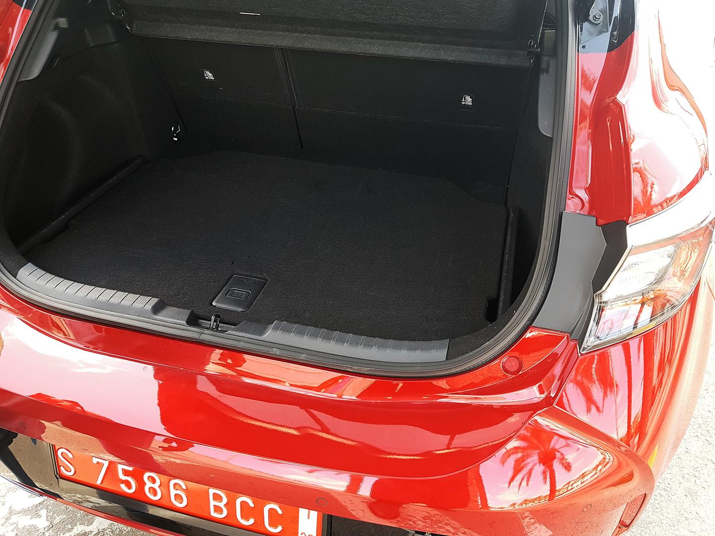Toyota Corolla 2019 - bagażnik wersji 2.0 l Hybrid