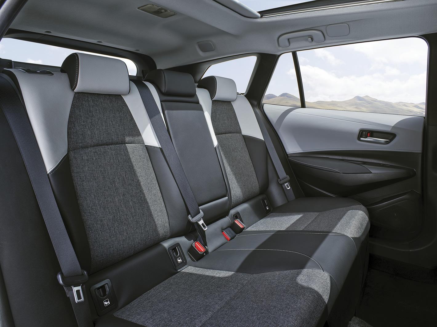 Toyota Corolla Touring Sports - tylna kanapa
