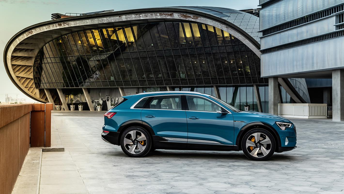 Audi e-tron 55 quattro z boku