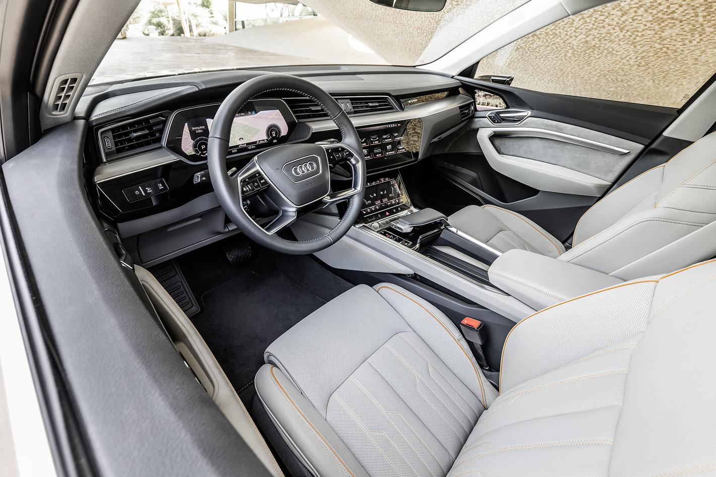Audi e-tron 55 quattro - w środku