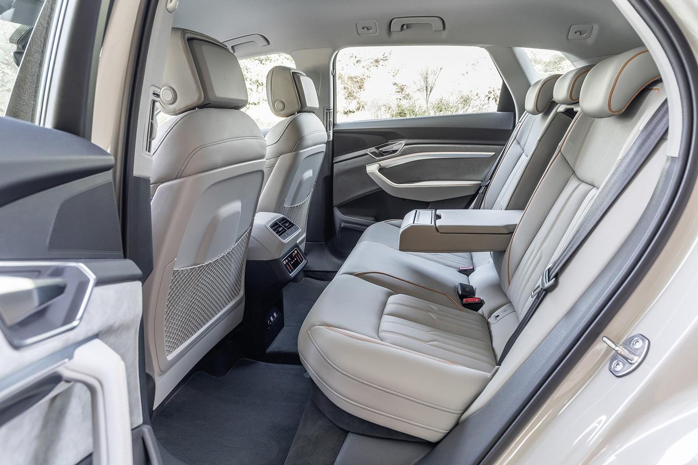 Audi e-tron 55 quattro - ilość miejsca z tyłu