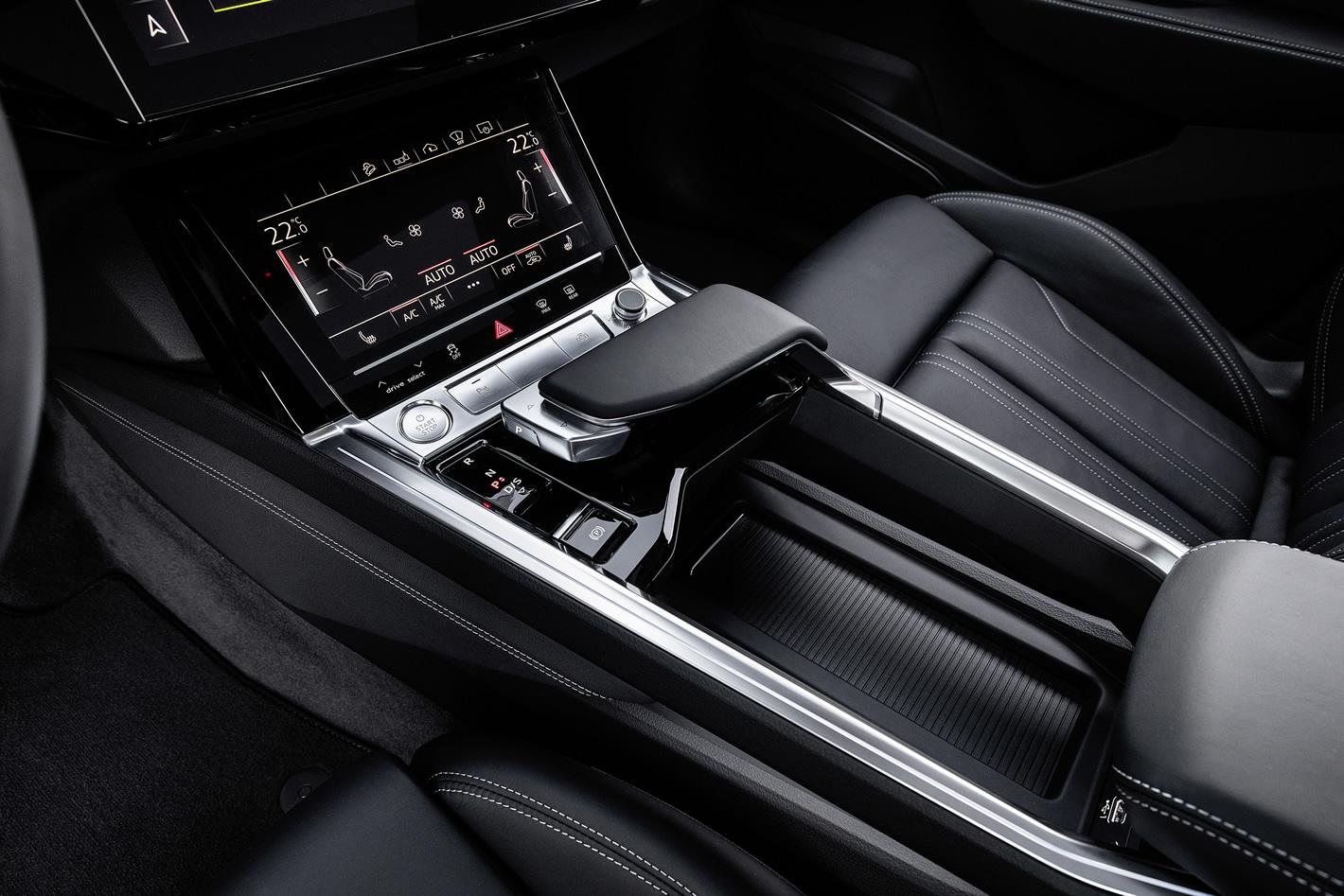 Audi e-tron 55 quattro - tunel środkowy