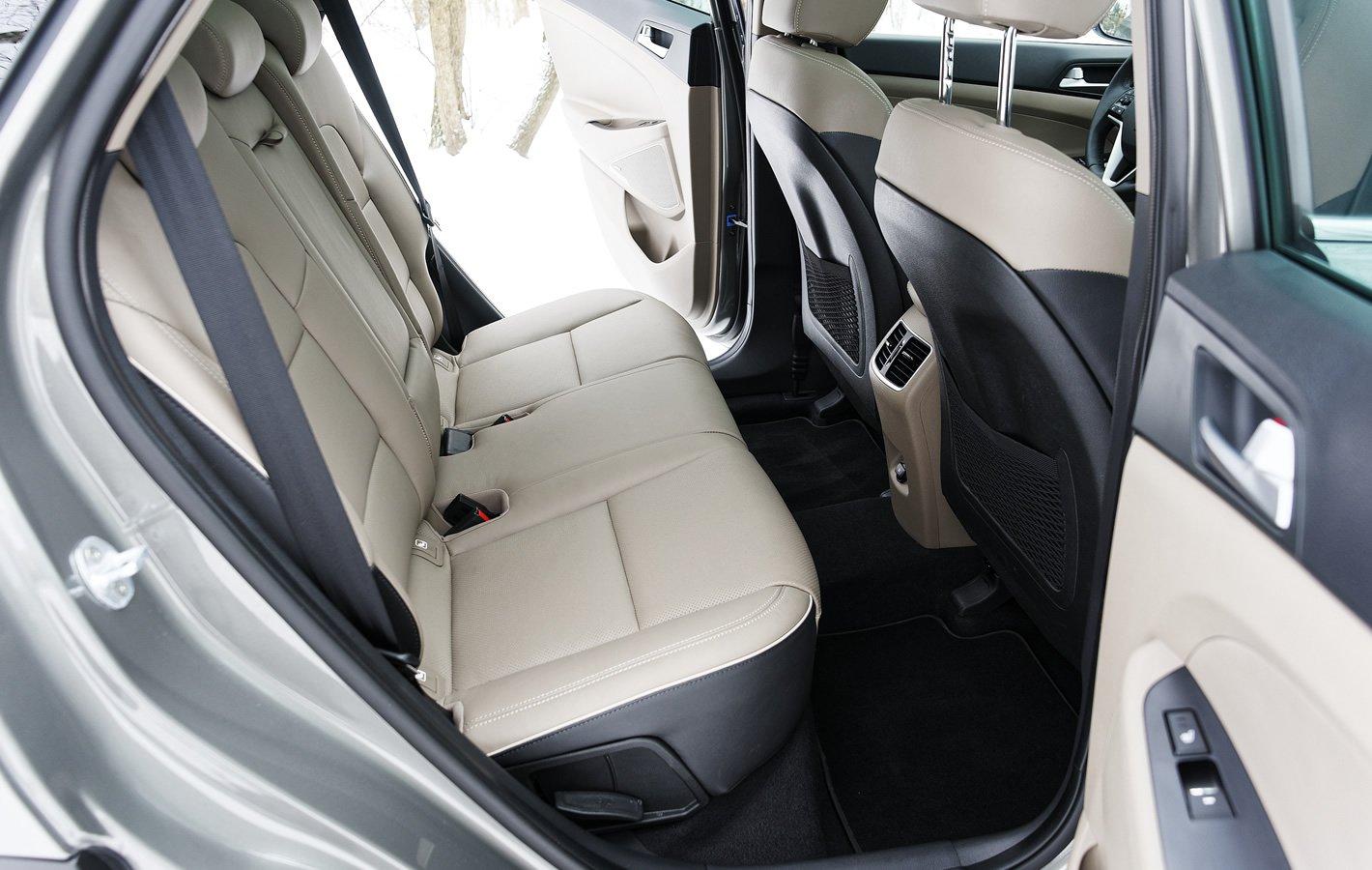 Hyundai Tucson 2.0 CRDi 48V - tylna kanapa