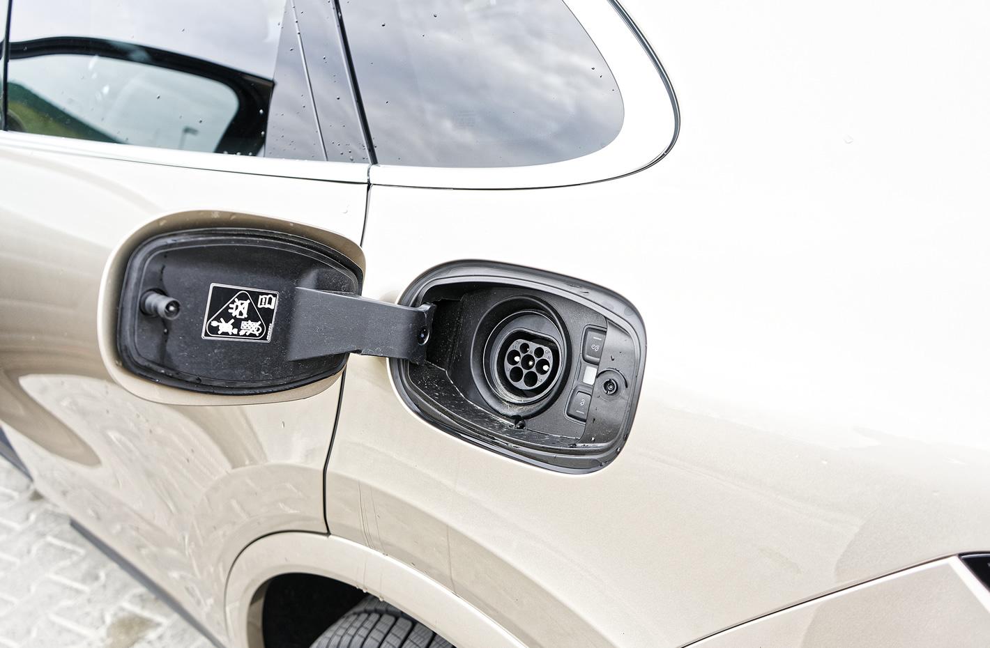 Porsche Cayenne E-Hybrid - gniazdo ładowania