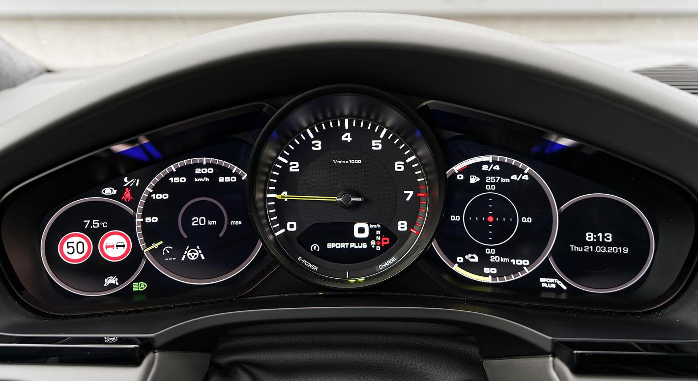 Porsche Cayenne E-Hybrid - zegary kierowcy