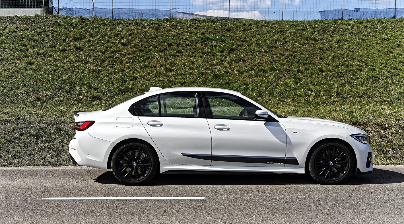 BMW 320d xDrive z boku