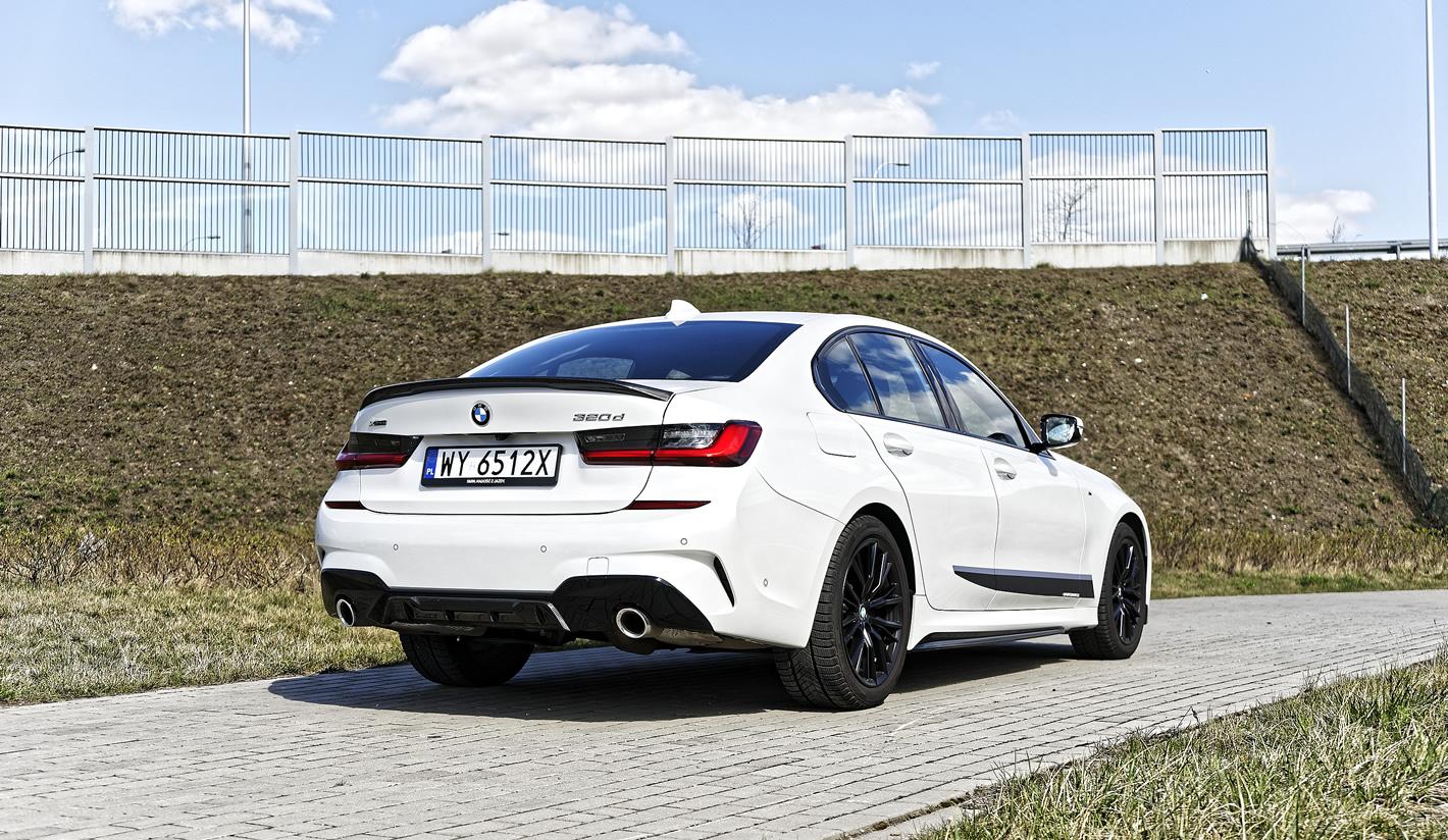 BMW 320d xDrive z tyłu