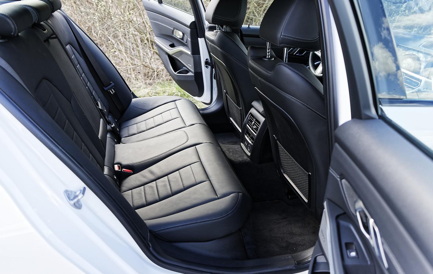 BMW 320d xDrive - tylna kanapa