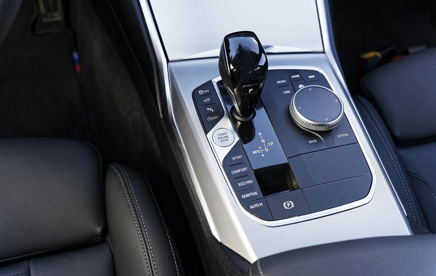 BMW 320d xDrive panel systemu iDrive
