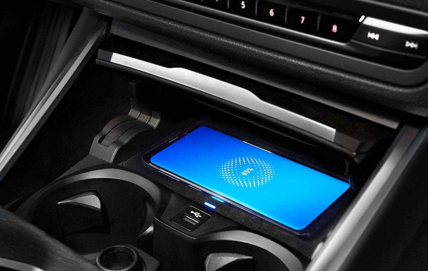 BMW 320d xDrive - bezprzewodowe ładowanie smartfona