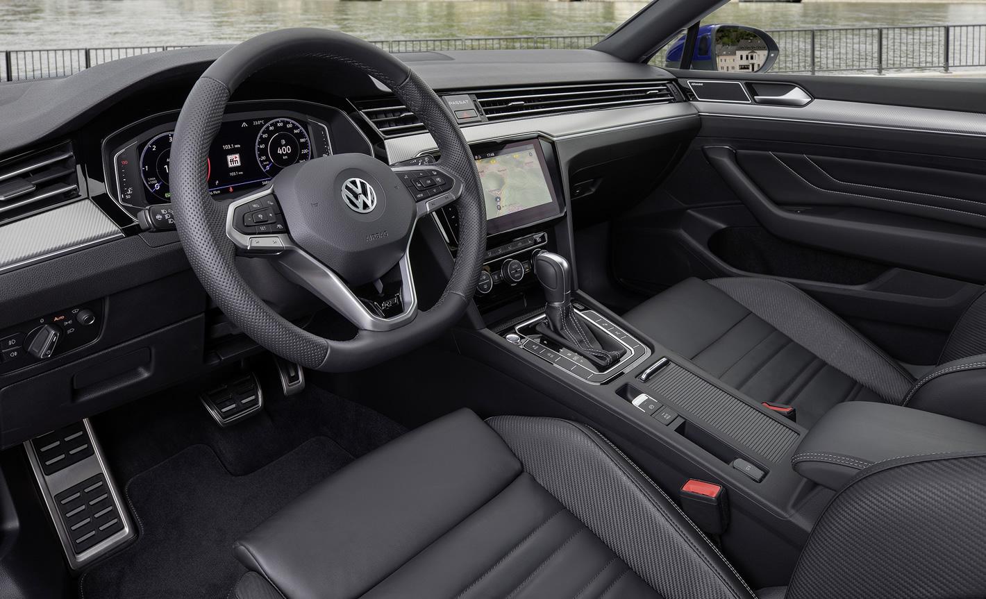 Nowy Volkswagen Passat w środku