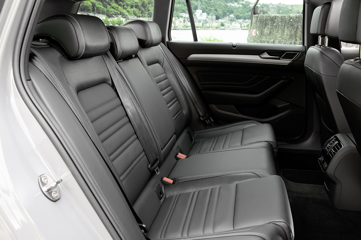 Nowy Volkswagen Passat - ilość miejsca z tyłu