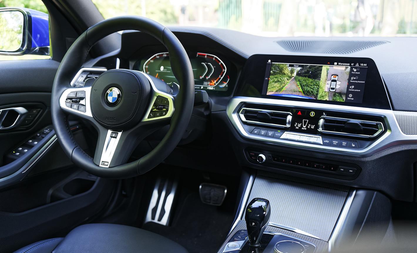 BMW 330i w środku