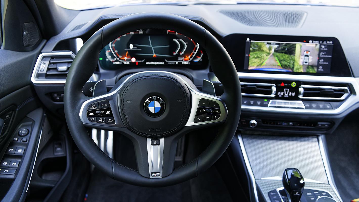 BMW 330i - kierownica