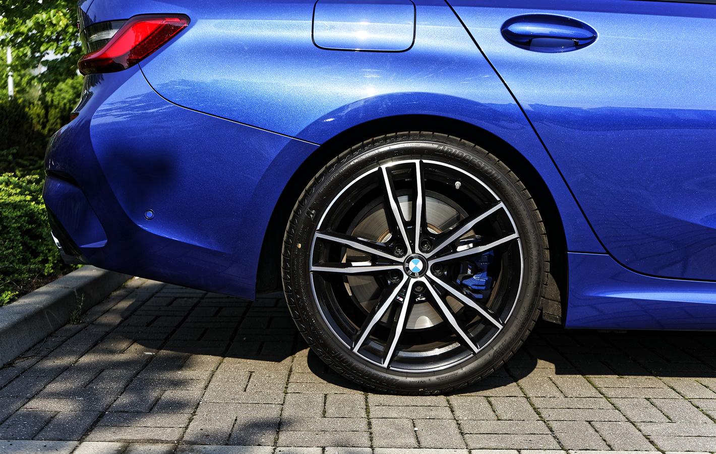 BMW 330i - hamulce tylne