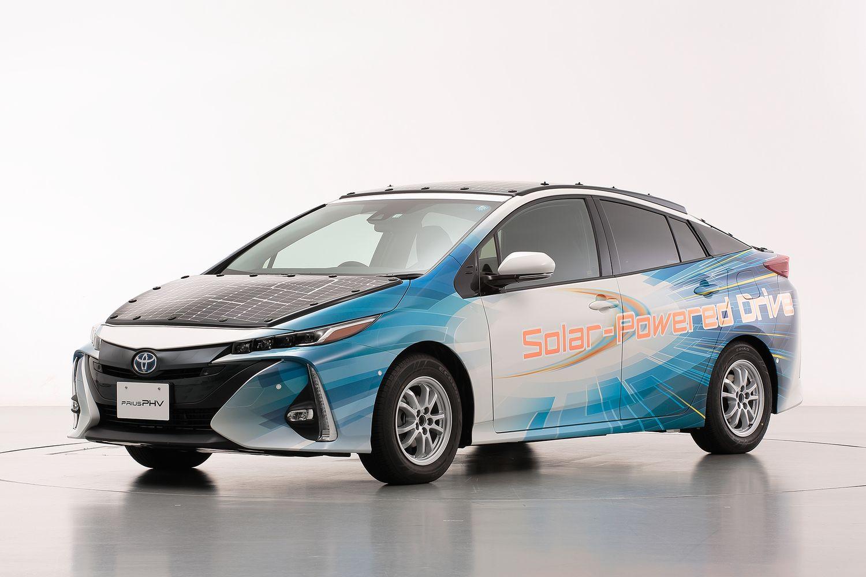 Toyota Prius z panelami słonecznymi