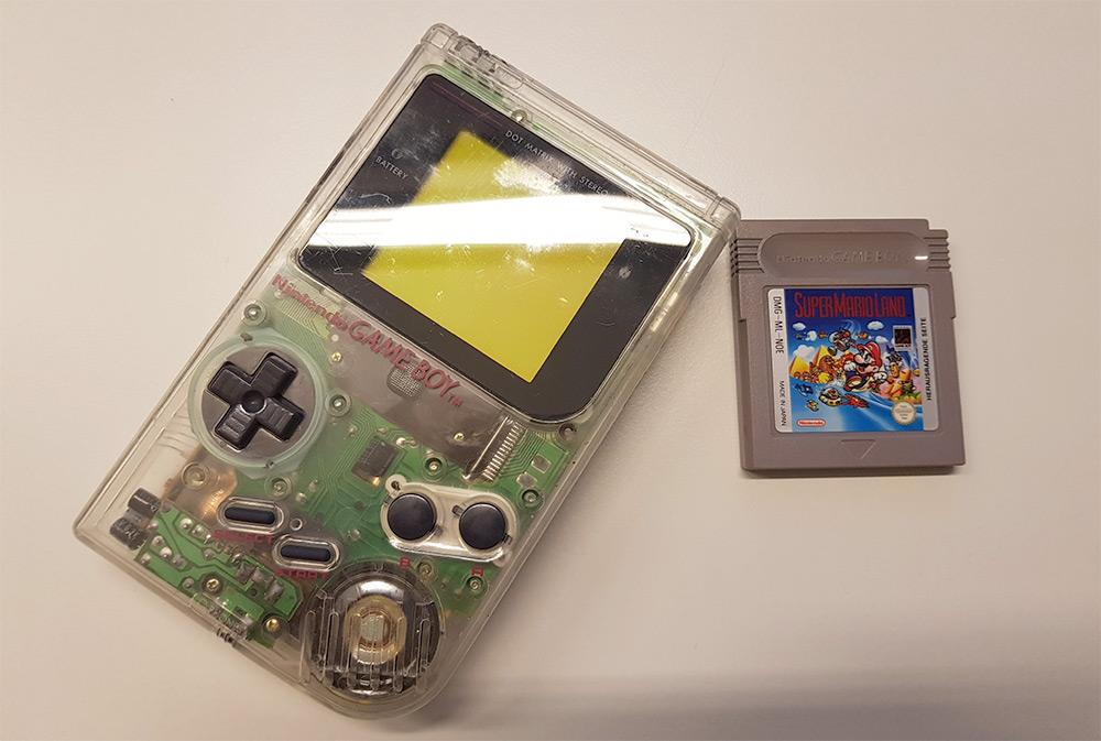 Pierwszy handheld GameBoy