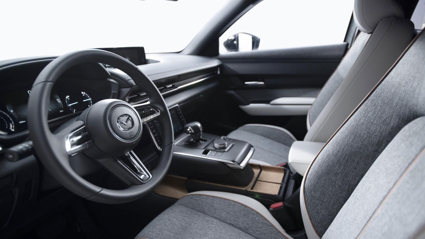 Mazda MX-30 wnętrze