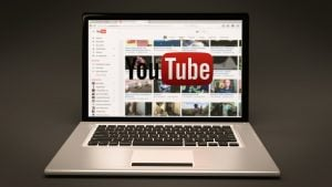 Reklamy na YouTube vs. segmenty sponsorowane – zwycięzca może być tylko jeden