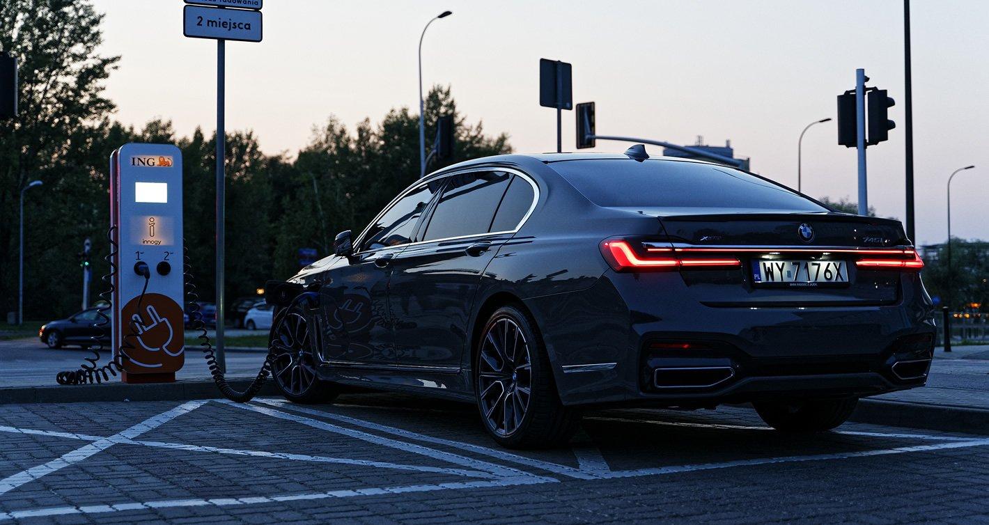 BMW 745Le xDrive Hybryda Plug-In - ładowanie