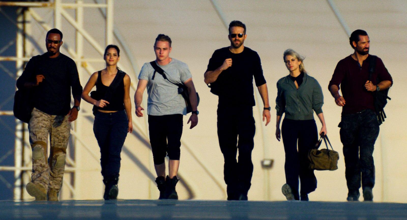 """6 UNDERGROUND"" (2019) - Pictured: Corey Hawkins, Adria Arjona, Ben Hardy, Ryan Reynolds, Mélanie Laurent, Manuel Garcia-RulfoPhoto Courtesy of Netflix"