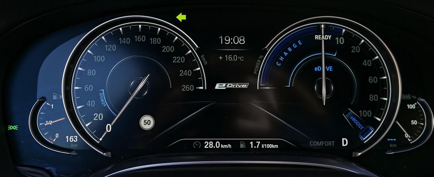 BMW 740e iPerformance Hybryda Plug-In - ekran kierowcy