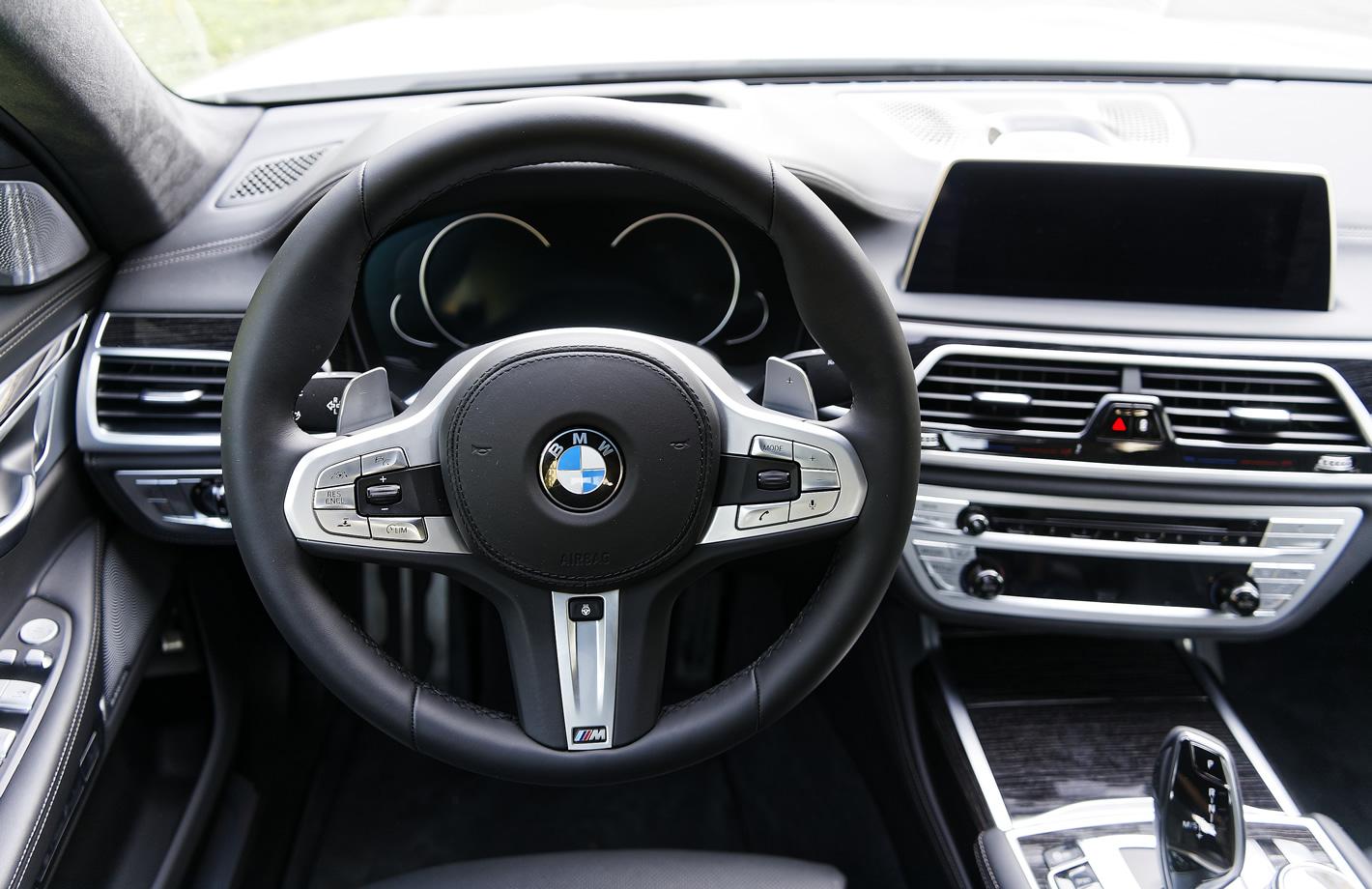 BMW 740e iPerformance Hybryda Plug-In - kierownica