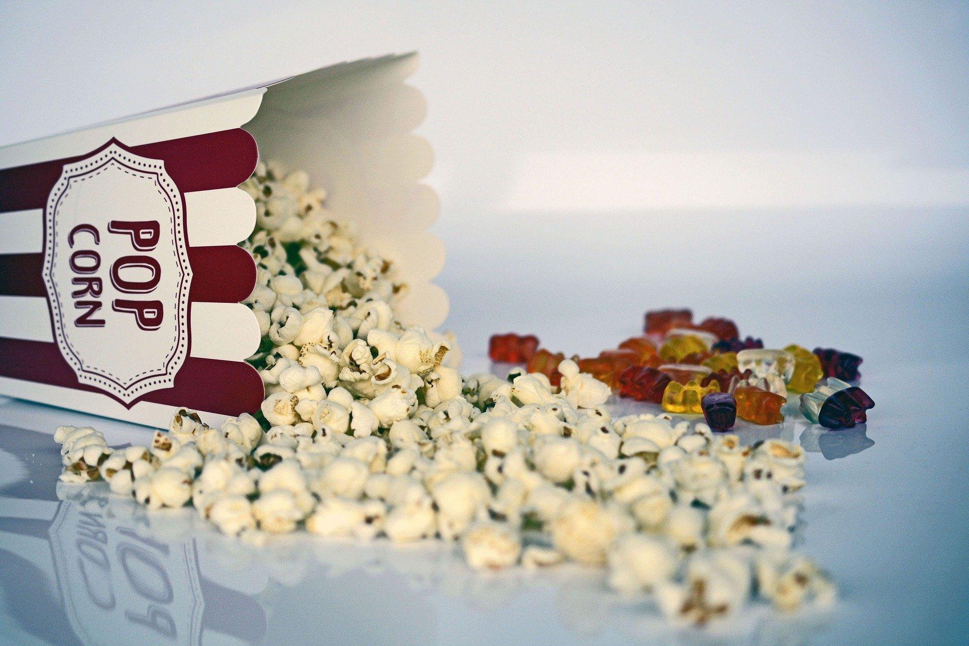 popcorn wysypujący sięz pudełka