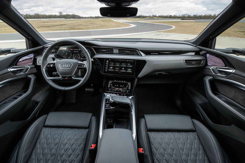 Audi e-tron S wnętrze