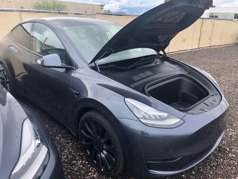Tesla Model Y przedni bagażnik