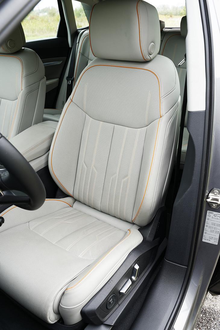 Audi e-tron 55 quattro - fotel kierowcy