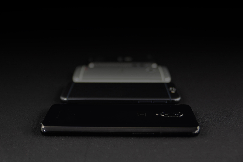 Google i Apple zapominają o starych telefonach