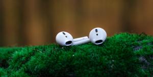 Udział Apple w rynku słuchawek bezprzewodowych drastycznie spada: kogoś to dziwi?