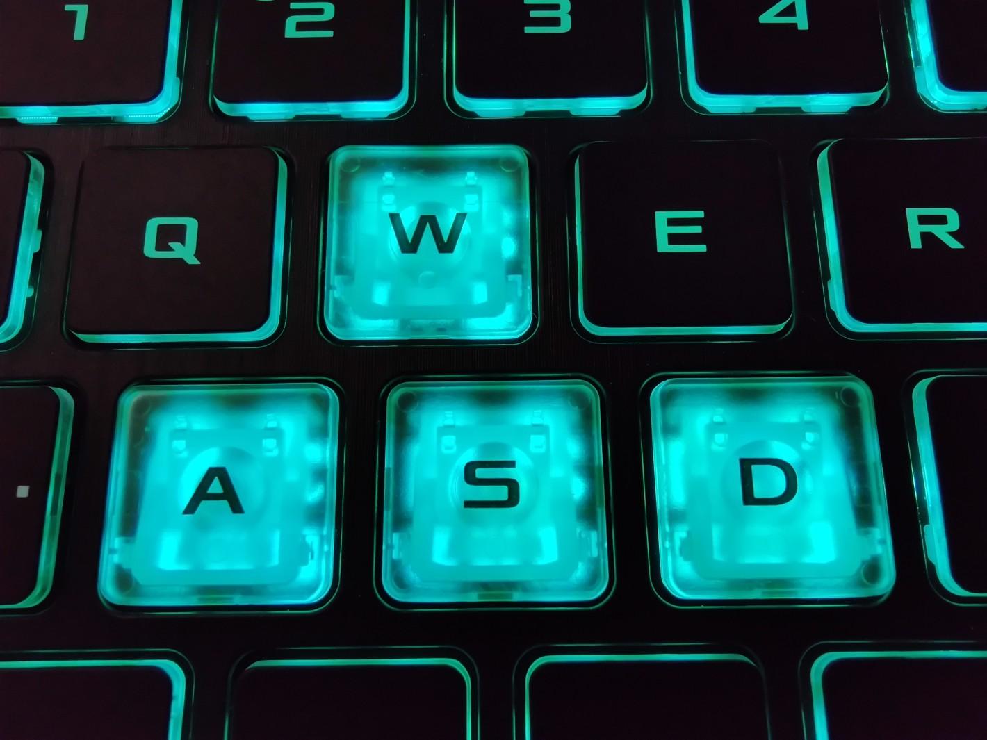 ASUS TUF Gaming A15 podswietlenie klawiszy