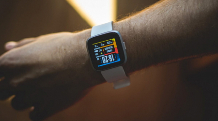 fitbit asystent google